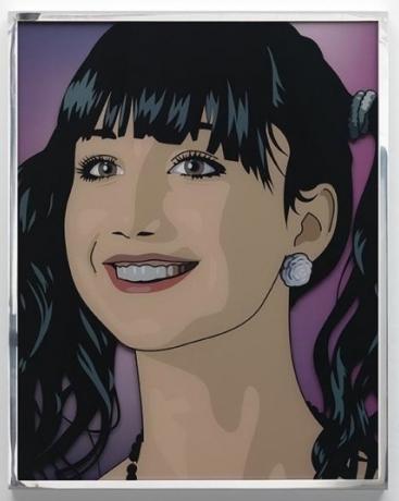 Portraitbild des Gesichtes einer dunkelhaarigen jungen Frau mit Pferdeschwanz