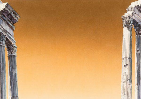 Oranger Himmel im Hintergrund mit jeweils zwei beigefarbenen Säulen links und rechts