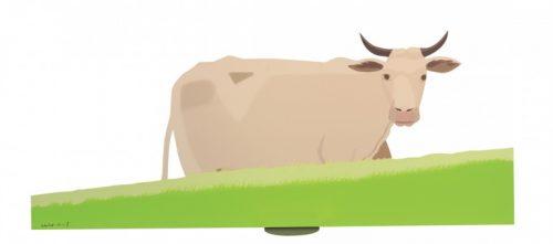 Kuh auf grüner Weidefläche