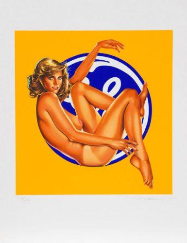 Frau vor Gee Gee Logo