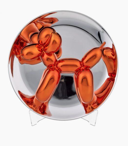 Orangener Ballonhund, gezwängt in eine Glaskugel.