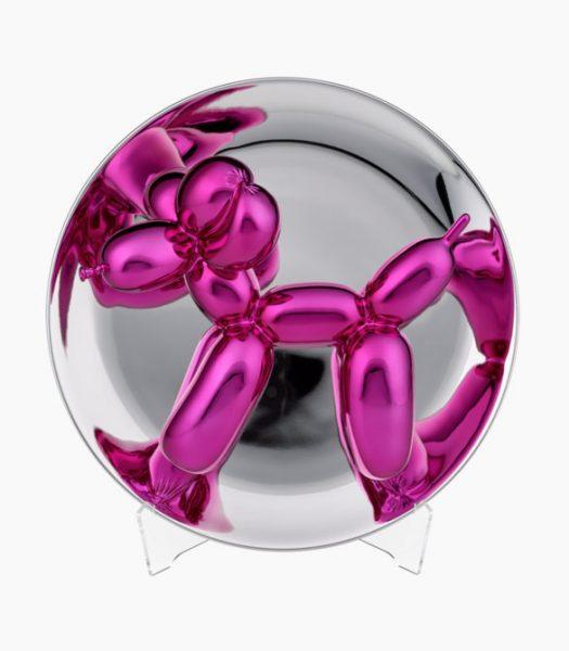 Magentafrabener Ballonhund, gezwängt in eine Glaskugel.