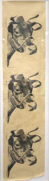 Bannerartige Abbildung eines Kuhgesichtes, dreifach untereinander vor beigem Hintergrund