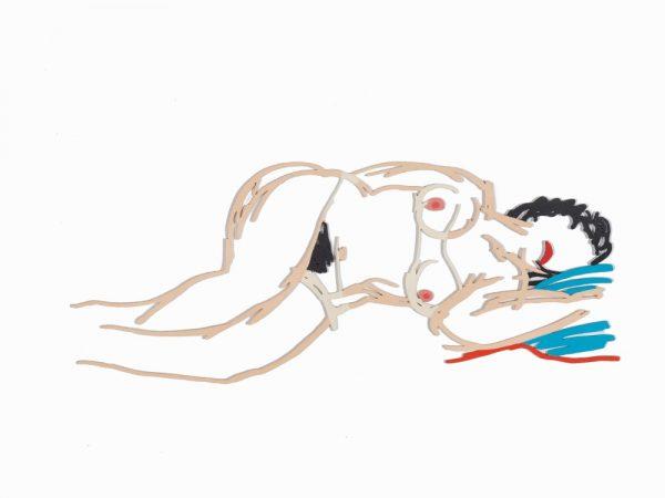 Umrisse einer auf der Seite schlafenden, nackten Frau auf einem türkisfarbenen Kissen.