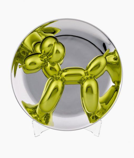 Gelber Ballonhund, gezwängt in eine Glaskugel.