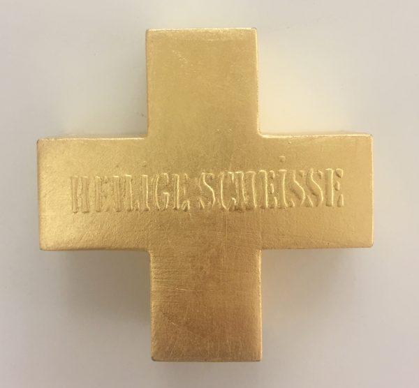 Goldenes Kreuz mit Aufschrift